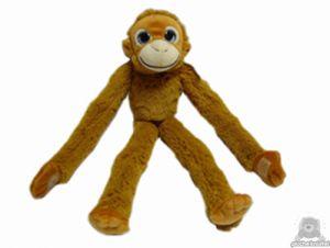 Zittende pluche orang oetan beide van 46 CM.